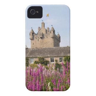 Jardines hermosos y castillo famoso en Escocia 2 iPhone 4 Case-Mate Cobertura