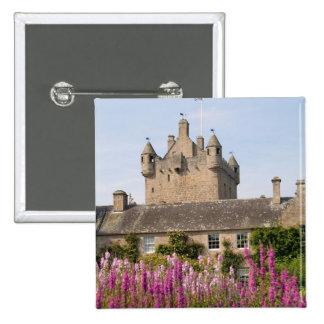Jardines hermosos y castillo famoso en Escocia 2 Pin Cuadrado