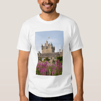 Jardines hermosos y castillo famoso en Escocia 2 Remera