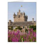 Jardines hermosos y castillo famoso en Escocia 2 Felicitación
