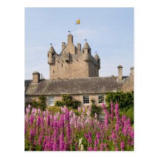 Jardines hermosos y castillo famoso en Escocia 2 Tarjeta Postal