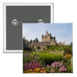 Jardines hermosos y castillo famoso en Escocia Pin Cuadrada 5 Cm
