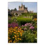 Jardines hermosos y castillo famoso en Escocia Tarjeta De Felicitación