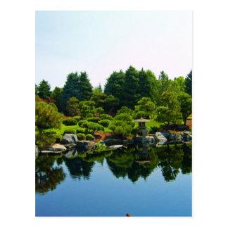 Jardines japoneses en los jardines botánicos de postal
