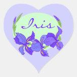 Jardines púrpuras del jardín de flores del iris pegatina corazón