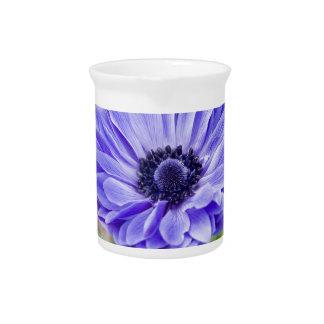 Jarra azul de la flor del aster