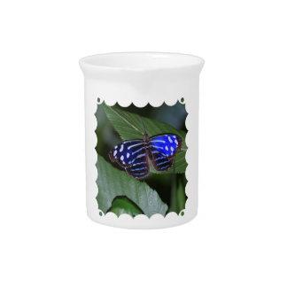 Jarra azul y blanca de la mariposa