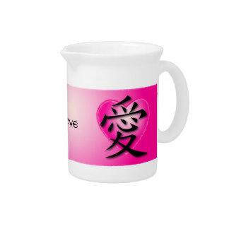 Jarra con el símbolo chino para el amor en corazón