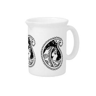 jarra de la porcelana con diseño oriental