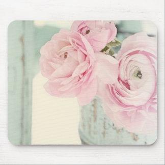 Jarra elegante lamentable de flores rosadas mouse pads