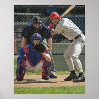Jarra, talud y árbitro del béisbol en listo póster