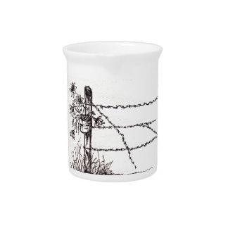 Jarra vieja de Porcelin del poste de la cerca