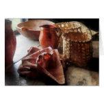 Jarras, cuenco y cestas de la arcilla felicitaciones