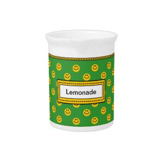 Jarro sonriente amarillo de la limonada del verde  jarra para bebida