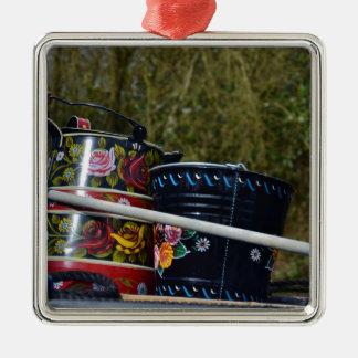 Jarro y cubo pintados adorno navideño cuadrado de metal