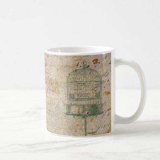 Jaula de pájaros del vintage con la escritura taza clásica