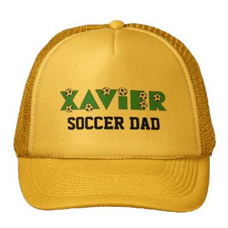 Javier en verde del fútbol gorras