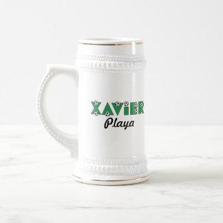 Javier en verde del fútbol jarra de cerveza