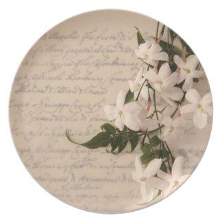 jazmín en la placa vieja de la escritura plato para fiesta
