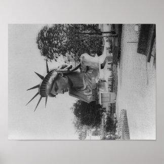 Jefe de la estatua de la libertad en el parque de  posters