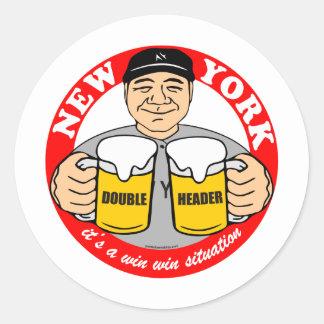JEFE DOBLE DE NUEVA YORK PEGATINA REDONDA