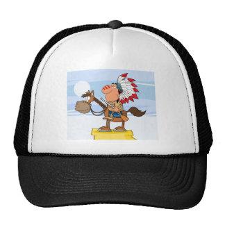 Jefe indio con el arma en caballo gorras