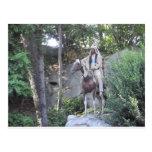 Jefe indio del nativo americano con el caballo postal