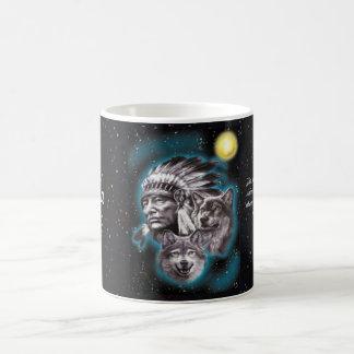 Jefe indio y lobos taza de café
