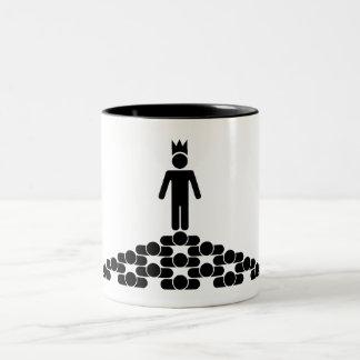 Jerarquía con el rey en el top taza de dos tonos