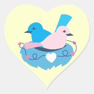 Jerarquía de los lovebirds de los wrens del amor pegatina en forma de corazón