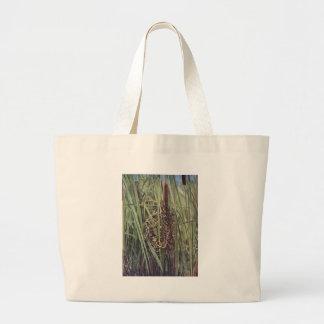 Jerarquía del Wren de pantano en Cattails Bolsas De Mano