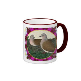 Jerarquía y flores de la paloma taza de dos colores