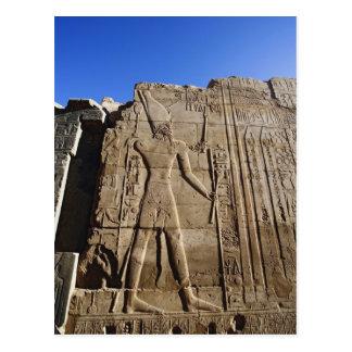 Jeroglíficos antiguos en la pared, templo de postal