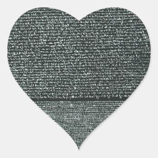Jeroglíficos egipcios antiguos de la piedra de pegatina en forma de corazón