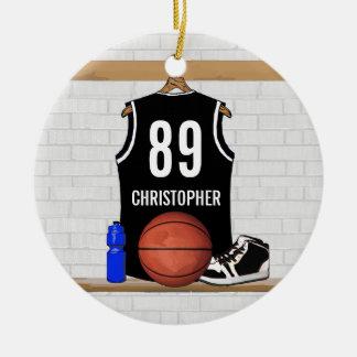 Jersey blanco y negro personalizado del baloncesto adorno navideño redondo de cerámica