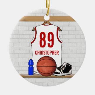 Jersey blanco y rojo personalizado del baloncesto adorno navideño redondo de cerámica