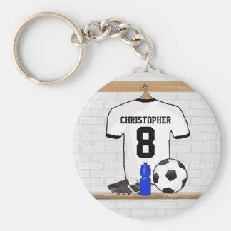 Jersey de fútbol negro blanco personalizado del llavero redondo tipo pin