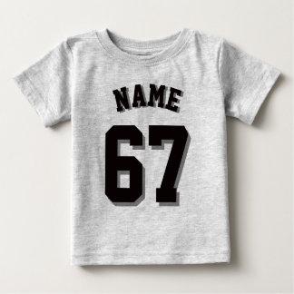 Jersey gris y negro de los deportes del bebé el |