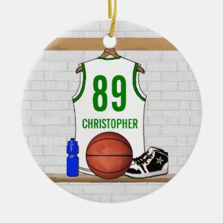 Jersey verde blanco personalizado del baloncesto adorno navideño redondo de cerámica