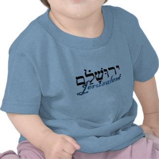 Jerusalén en hebreo e inglés camisetas