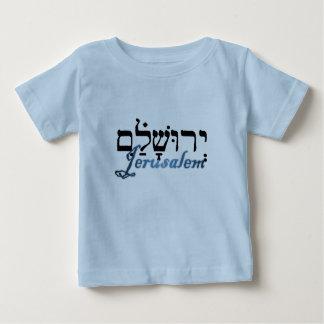 Jerusalén en hebreo e inglés playera de bebé