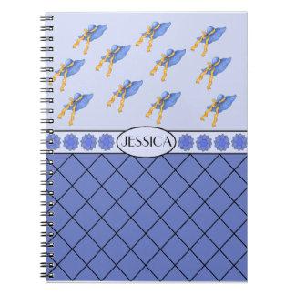 Jessica personalizó el cuaderno azul del gorra de