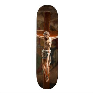 Jesucristo en la cruz monopatín