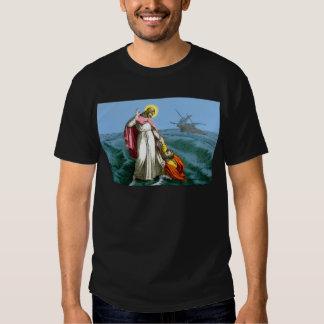 Jesucristo que camina en el agua remeras