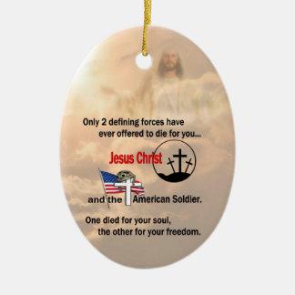 Jesucristo y el ornamento americano del soldado adorno navideño ovalado de cerámica