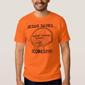 Jesús ahorra - el baloncesto T de los hombres Poleras