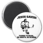 Jesús ahorra la camiseta divertida del hockey iman para frigorífico