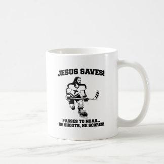 Jesús ahorra la camiseta divertida del hockey taza de café