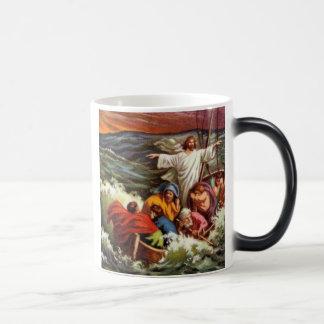 Jesús calma la tormenta taza mágica