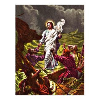 Jesús camina en la postal del agua